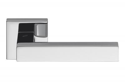 Tirador de puerta cromado pulido de Ellesse en Rosette Studio Bartoli para Colombo Design