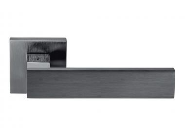 Asa de puerta Alba Grafite en roseta con líneas rectas y curvas de diseño Colombo