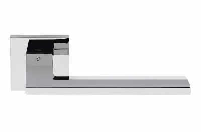 Tirador Electra para puerta de cromo pulido en roseta de forma plana de Colombo Design