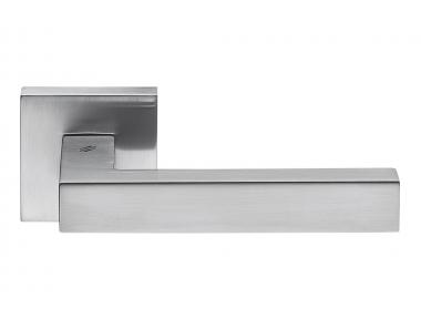Tirador de puerta cromado satinado de Ellesse en roseta de forma minimalista de Colombo Design
