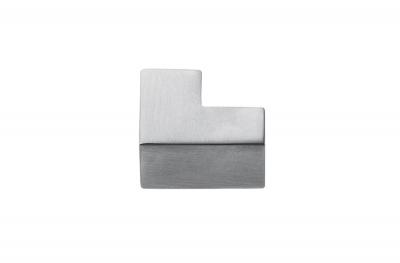 F514 Manija cromada para muebles en forma de diseño de cubeto fabricada en Italia por Formae