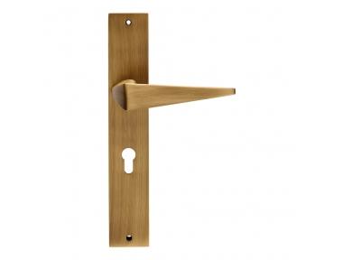 Tirador de puerta Komfort en diseño de placa contemporánea Linea Calì Design