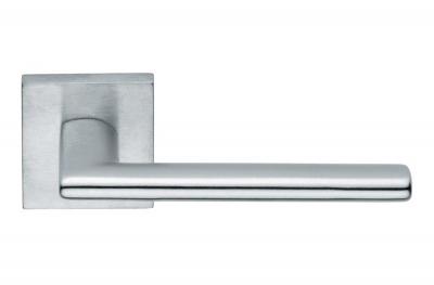 Manija de puerta Nais H1046 diseñada por Valli&Valli Workshop