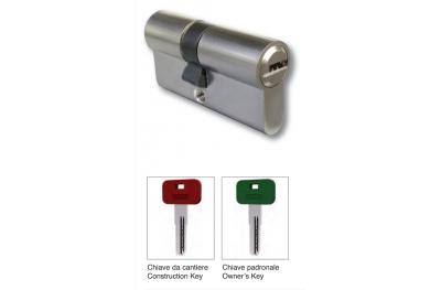 La mitad cilindro con Astillero llave 40mm y Manor latón cromado satinado IBFM