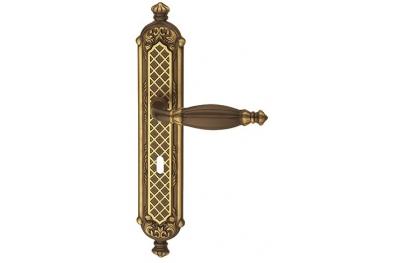 Queen Classique PFS Pasini para manija de puerta de latón en la placa